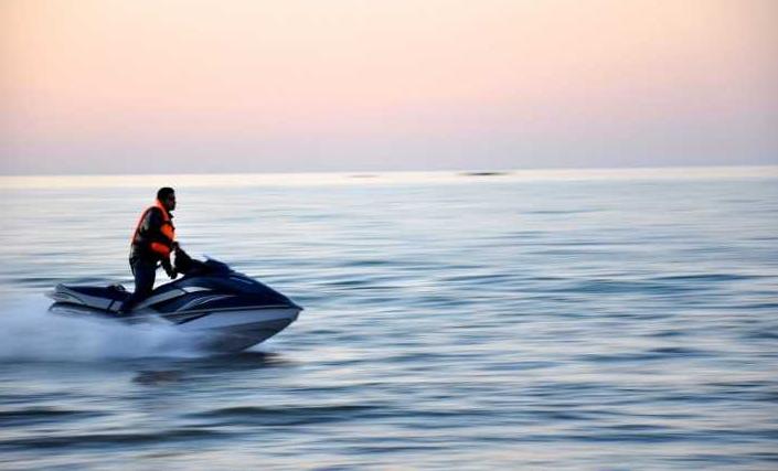 Berbagai Peralatan Olahraga Air untuk Membuat Olahraga Air Penuh Keseruan